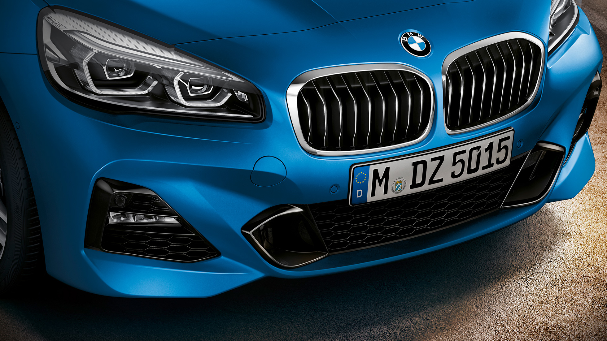Dobbelgrill BMW 2-serie Gran Tourer F46 Facelift 2018 Estoril blå metallic Næropptak front